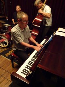 pianoman_08-tripleace